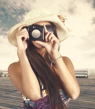 Cute Photographer In Straw Hat - Obrázkek zdarma pro 128x160