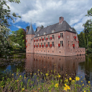 Oude Loo Castle in Apeldoorn in Netherlands - Obrázkek zdarma pro iPad