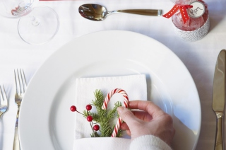 Christmas Table Decoration Picture for Android, iPhone and iPad
