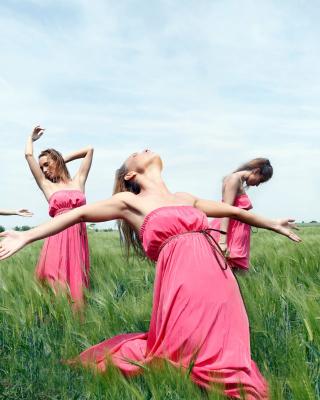 Girl In Pink Dress Dancing In Green Fields - Obrázkek zdarma pro Nokia Asha 300