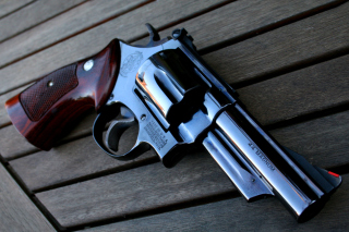 Free 44 Remington Magnum Revolver Picture for Android, iPhone and iPad