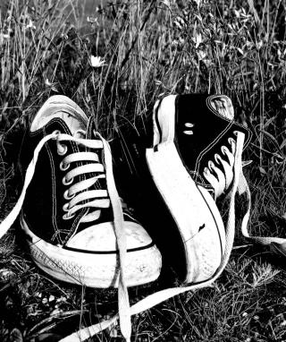 Chucks Schwarz Converse - Obrázkek zdarma pro iPhone 5