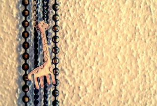 Lovely Giraffe Pendant Picture for Android, iPhone and iPad