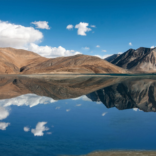 Pangong Tso lake in Tibet - Obrázkek zdarma pro 208x208