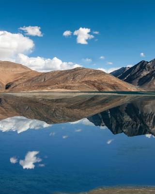 Pangong Tso lake in Tibet - Obrázkek zdarma pro 320x480