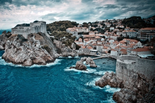 Free City On Ocean Coast Picture for Android, iPhone and iPad