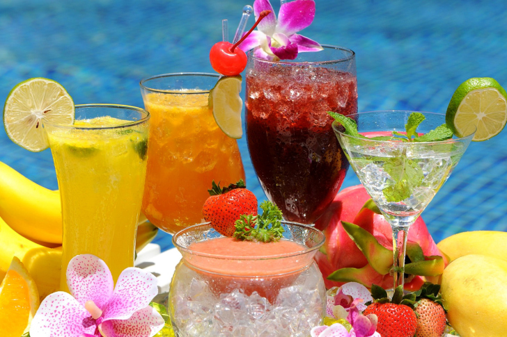 Summer cocktails in hotel All Inclusive wallpaper