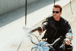 Arnold Schwarzenegger in Terminator 2 Background for Android, iPhone and iPad