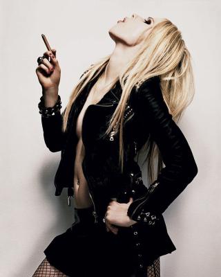 Avril Lavigne Smoking - Obrázkek zdarma pro 240x432