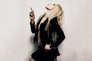 Avril Lavigne Smoking Picture for Android, iPhone and iPad