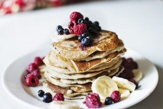 Pancakes With Sweet Berries Background for Android, iPhone and iPad