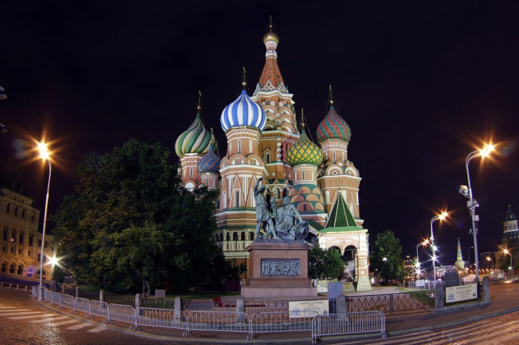 Cathedral of Vasily the Blessed in Red Square in Moscow wallpaper