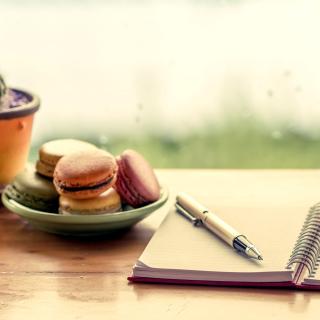 Macaroons and Notebook - Obrázkek zdarma pro iPad