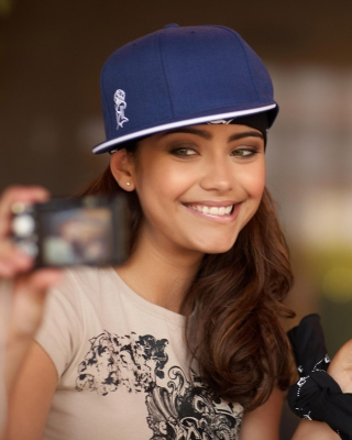 Free Selfie Hip-Hop Girl Picture for 480x854