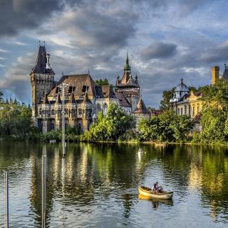 Vajdahunyad Castle in Budapest - Obrázkek zdarma pro 320x320