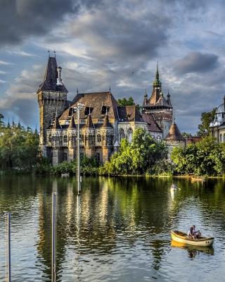Vajdahunyad Castle in Budapest - Obrázkek zdarma pro Nokia C2-00