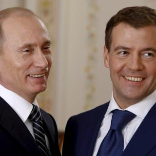 Vladimir Putin Russian President and Dmitry Medvedev - Obrázkek zdarma pro iPad mini 2