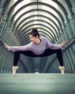 Ballerina - Obrázkek zdarma pro Nokia Asha 300