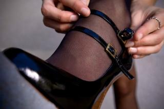 Girls Stockings - Obrázkek zdarma pro Nokia X5-01