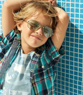 Stylish Little Boy In Sunglasses - Obrázkek zdarma pro Nokia C2-00