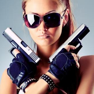 Girl with Pistols - Obrázkek zdarma pro 128x128