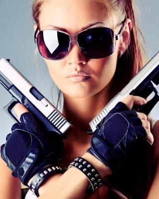 Girl with Pistols - Obrázkek zdarma pro Nokia Asha 306