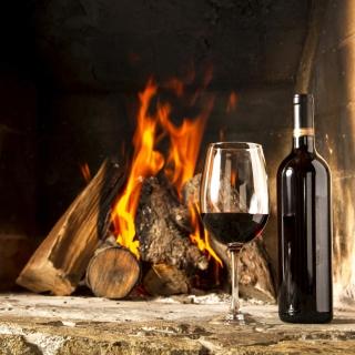Wine and fireplace - Obrázkek zdarma pro 2048x2048