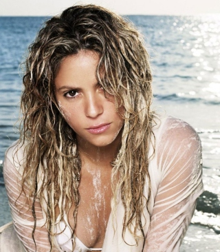Shakira On Beach - Obrázkek zdarma pro 128x160