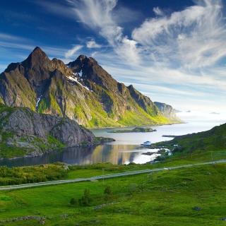 Ultra HD Mountains - Obrázkek zdarma pro 1024x1024