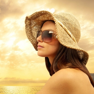 Romantic Girl near Sea - Obrázkek zdarma pro iPad 3