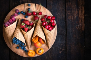 Raspberries, cherries, apricots - Obrázkek zdarma pro Samsung Galaxy Tab 4 7.0 LTE