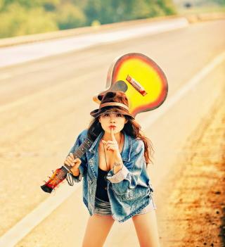 Girl, Guitar And Road - Obrázkek zdarma pro iPad