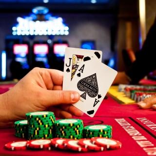 Play blackjack in Casino - Obrázkek zdarma pro iPad mini 2
