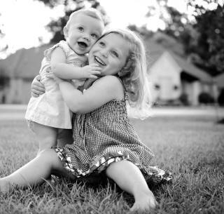 Sister Love - Obrázkek zdarma pro iPad Air