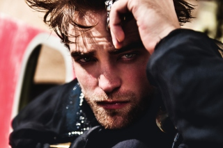 Free Robert Pattinson 2012 Picture for Android, iPhone and iPad