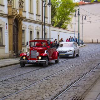 Prague Retro Car - Obrázkek zdarma pro 1024x1024
