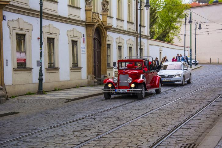 Prague Retro Car wallpaper