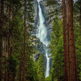 Giant waterfall - Obrázkek zdarma pro iPad 3