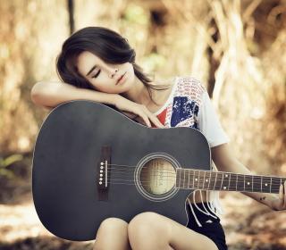 Pretty Girl With Guitar - Obrázkek zdarma pro iPad