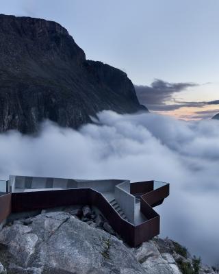 Trollstigen Norwegian Mountain - Obrázkek zdarma pro 240x400