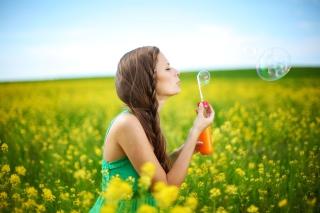Girl And Bubbles - Obrázkek zdarma pro Fullscreen 1152x864