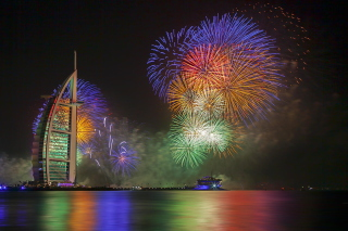 Free Dubai Fireworks Picture for Android, iPhone and iPad