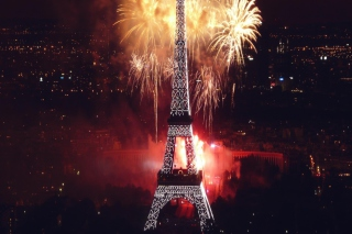 Free Fireworks At Eiffel Tower Picture for Android, iPhone and iPad