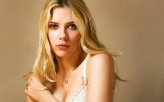Free Beautiful Scarlett Johansson Picture for Android, iPhone and iPad