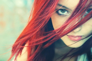 Free Redhead And Green Eyes Picture for Android, iPhone and iPad