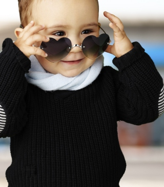 Baby Boy In Heart Glasses - Obrázkek zdarma pro Nokia C2-00