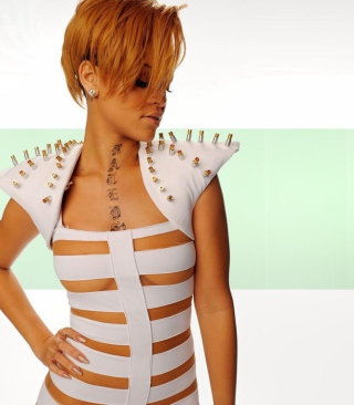 Hot Rihanna In White Top - Obrázkek zdarma pro 176x220