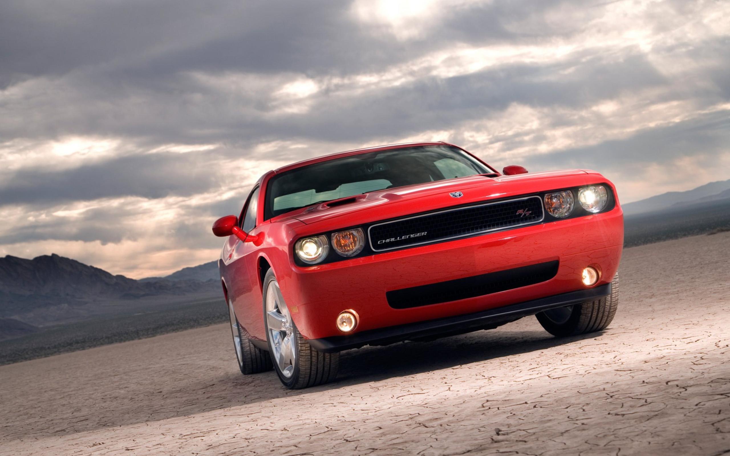 красный спортивный автомобиль Dodge Challenger red sports car  № 728323 без смс