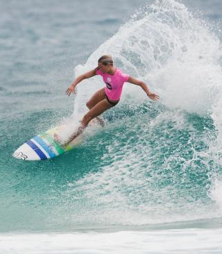 Girl In Pink T-Shirt Surfing - Obrázkek zdarma pro Nokia 300 Asha