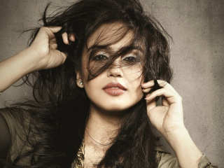 Huma Qureshi Wallpaper for Android, iPhone and iPad